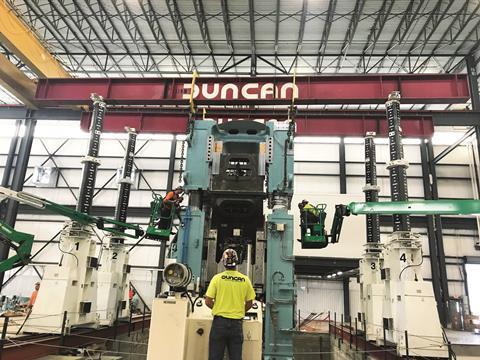 Lift system pro stěhování nejtěžších strojů a břemen