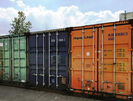 , Unloading of shipping containers