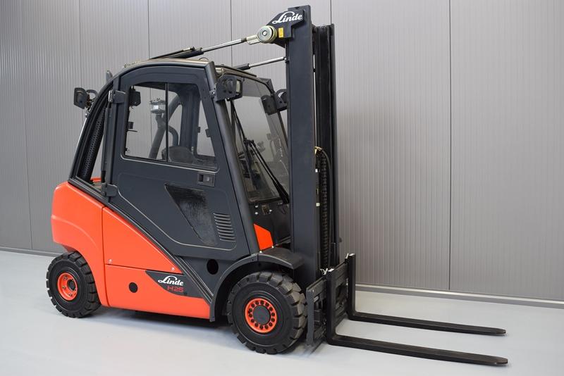 Vysokozdvižný vozík H 25 T pro stěhování těžkých strojů